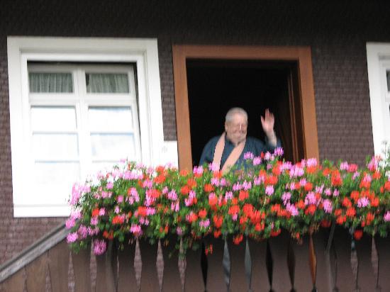 Schwarzwaldhotel Erdrichshof: Mr. Muller got up early to see us off.