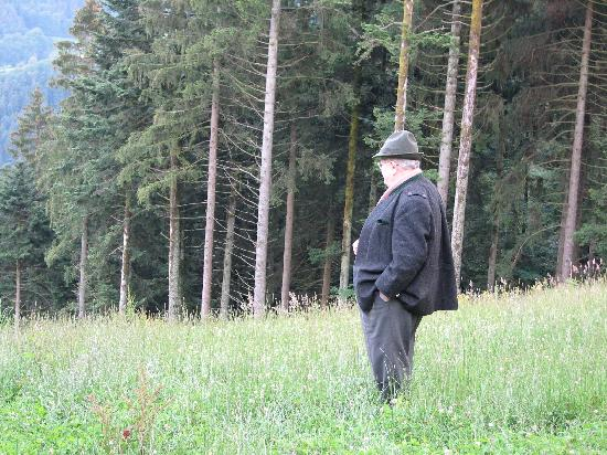 Schwarzwaldhotel Erdrichshof: Mr. Muller on our tour of the Hunting Grounds