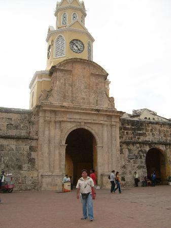 Decameron Cartagena: entrada del reloj a la ciudad