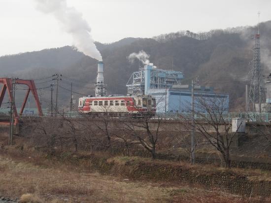 Kamaishi, Japonia: ゆっくりと入ってくる三陸鉄道の写真が取れる