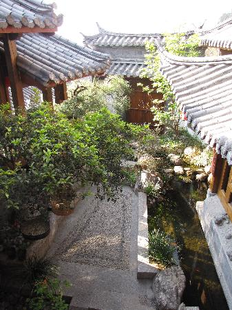 Zen Garden Hotel (Lion Mountain Yard): lower garden by breakfast