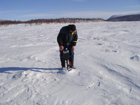 Kiruna Guidetur - Day Trips: Ice Fishing
