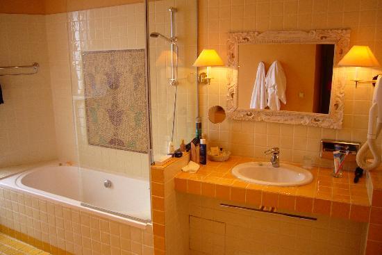 New Hotel Vieux Port: Bathroom