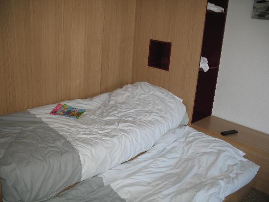 Belambra Clubs - Lou Sarri : Les deux lits de la chambre TV