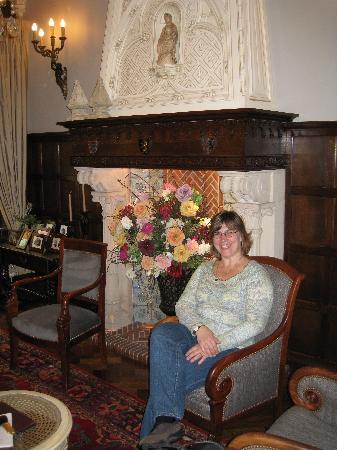 Hotel Prinsenhof Bruges: The entrance/sitting room - very elegant and beautiful