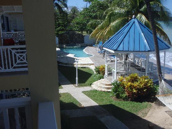 Villa Beach Cottages : Villa grounds