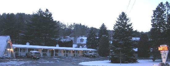 Barre, Βερμόντ: Twin City Motel in Winter