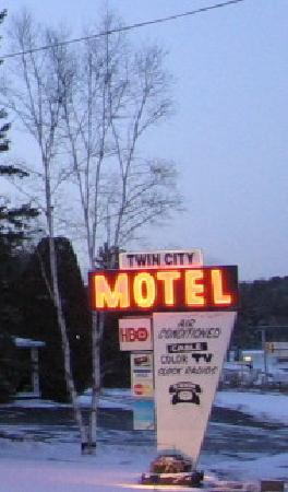 Twin City Motel Sign Lit Up