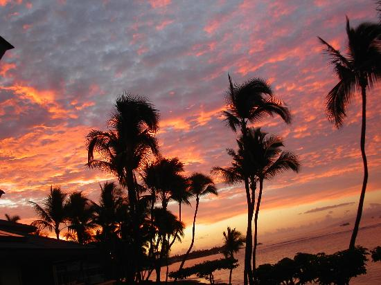 Puunoa Beach Estates: Lahaina sunrise - view from lanai