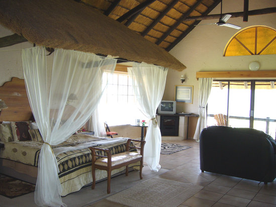 Lions Rock Golf Lodge: The spacious interior of a lodge