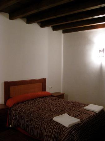 Apartamentos Serrano: Bedroom