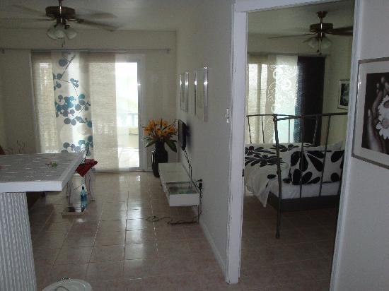 Paridiso Beach House and Lounge : The room....