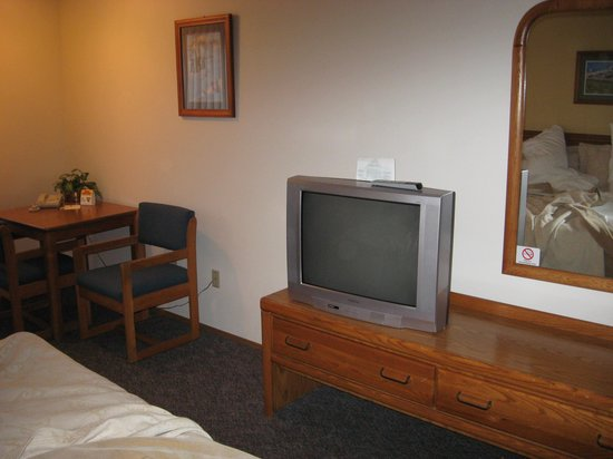 Cowlitz River Lodge : tv in room
