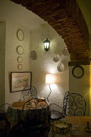 S. Miguel D'Alfama : An especially romantic corner of the dining room