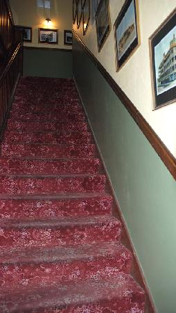 Hotel La More / The Bisbee Inn: Stairs to upper floor
