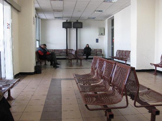 OSE: アテネ駅の待合室