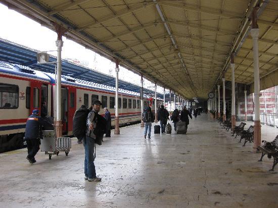 OSE: イスタンブールの駅。かつてオリエント急行もとまりました。