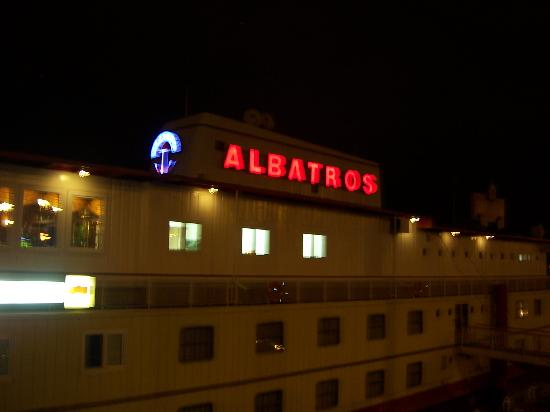 Botel Albatros: albatros at night
