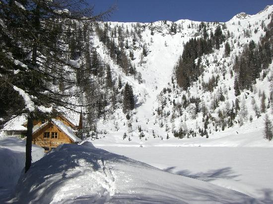 Rifugio Lago Nambino: Spectacular setting