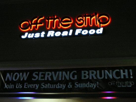 Zest - Bistro & Bar: Great strip mall location!