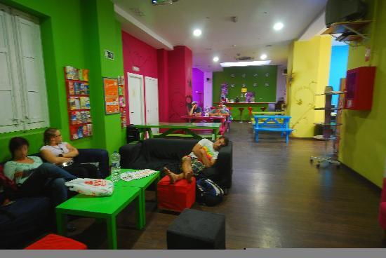 Purple Nest Hostel: lindo bar