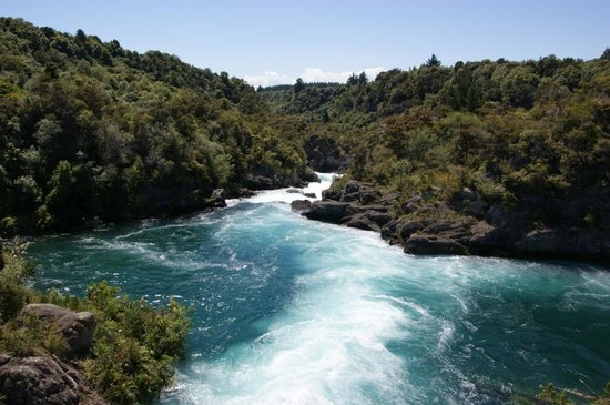 Taupo, Yeni Zelanda: Rapids are full and flowing