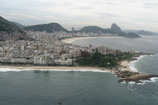Copa Sul Hotel: aerial view of Ipanema beach with Copacabana behind it