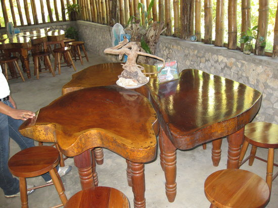 Orchid Garden Restaurant: mahogany slice tables