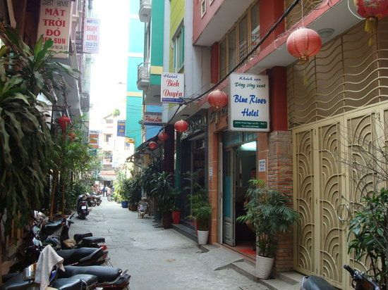 Blue River Hotel: Hotel alley