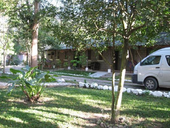 El Bosque Hotel: lots of parking area
