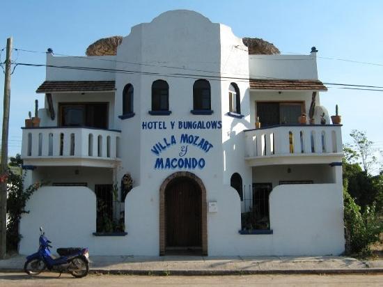 Villa Mozart y Macondo: The entrance to the Villa Mozart
