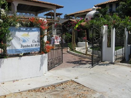 Entrance to Junto al Mar.