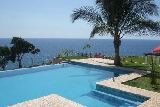 Junto Al Mar: Another photo of the pool.