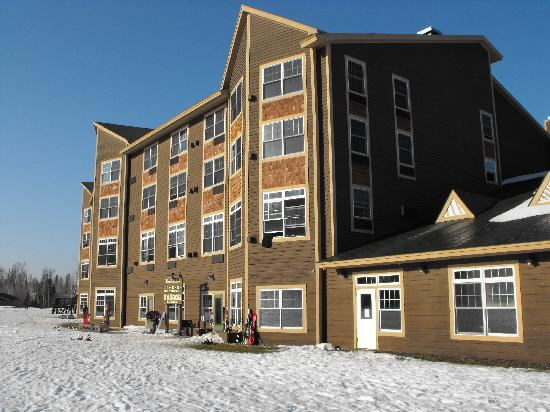 The Lodge at Giant's Ridge : The lodge from the ski hill side