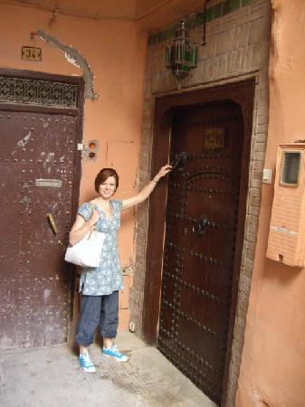 Riad Amirat Al Jamal: Door to riad