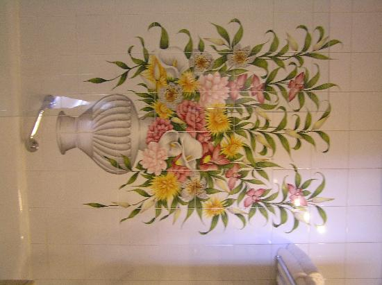 Locanda della Posta: Beautiful Tile on Bathroom Wall