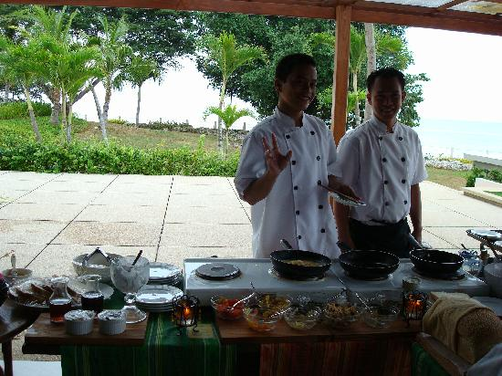 Amorita Resort: the omelette and french toast station