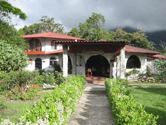 Hotel & Restaurante Valle Verde: Entrée de l'hôtel