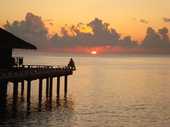 Maledivy: Sunset from the water bungalow