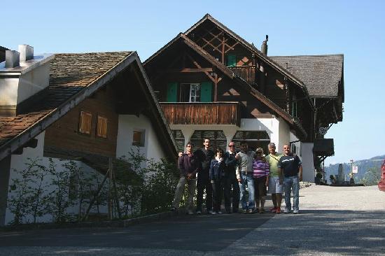 Fidazerhof: Nuestro grupo frente al edificio del hotel