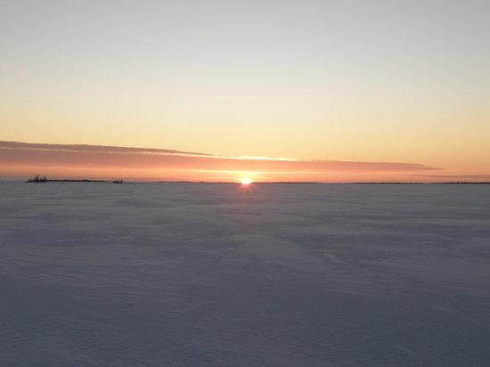 Lapland, Finland: tramonto sul mare ghiacciato