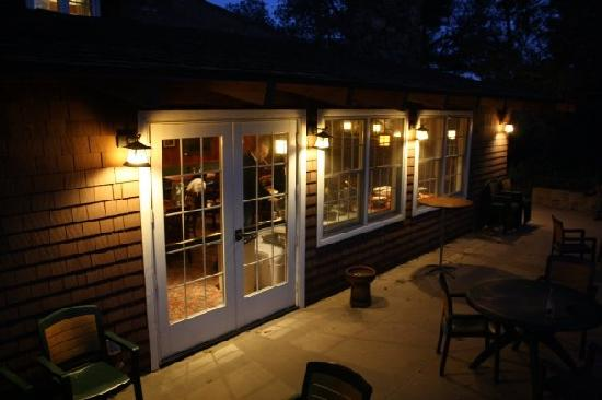Pine Hills Lodge: Back patio of the pub.