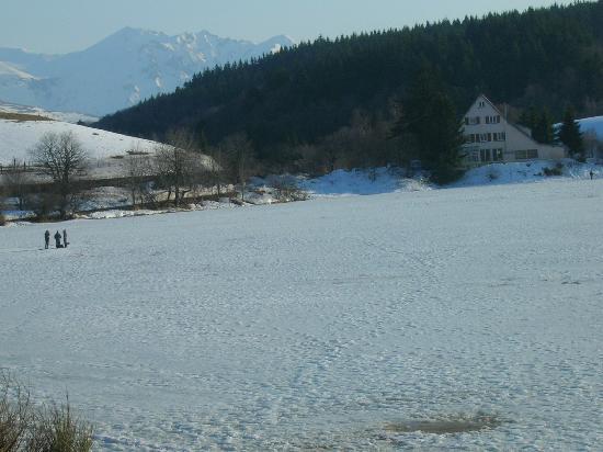 Le Mont-Dore, Frankrike: pêche au trou sur lac gelé