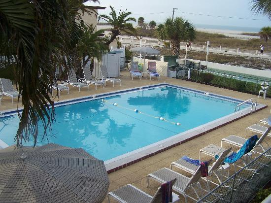 Arvilla Resort Motel Treasure Island: View of pool / gulf from our balcony