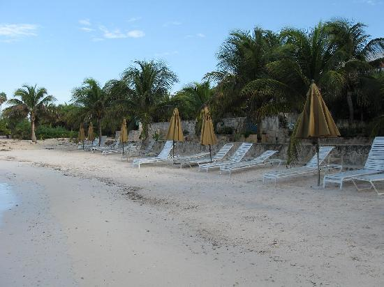 Las Casitas Akumal: The beach at Las Casitas.
