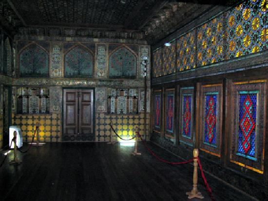Sheki, Azerbaijan: Ornately muralled rooms in the Khan's Palace
