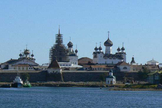 Соловецкие острова, Россия: View of Solovetsky monastery when arriving by boat