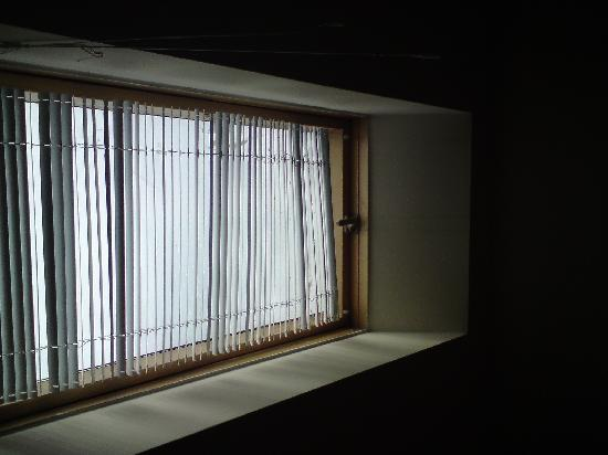 Hotel San Marco: Window Blind