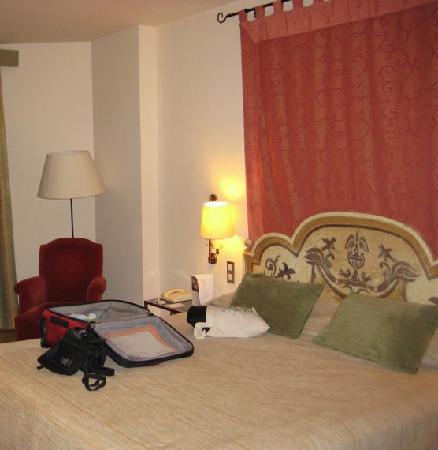 Hesperia Sevilla : Bedroom 1