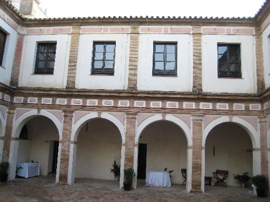 Пальма-дель-Рио, Испания: Courtyard upper level